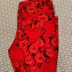 Red heart Valentine's leggings Lularoe TC